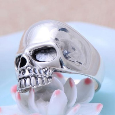 Men's Sterling Silver Sleek Skull Ring